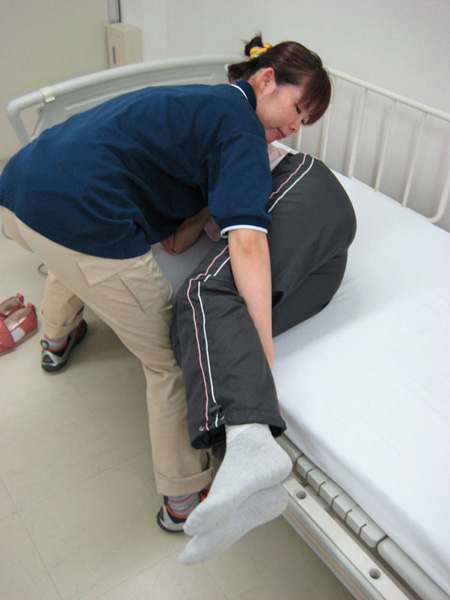 体位変換のコツ、側臥位